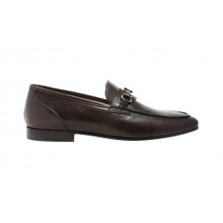 Elegant loafer with buckle